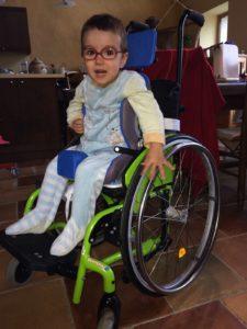 Elias et son fauteuil de prêt